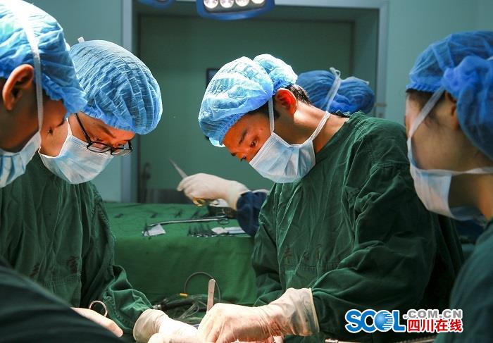 第一例患者为胰头肿块型慢性胰腺炎伴胰管结石和胆道