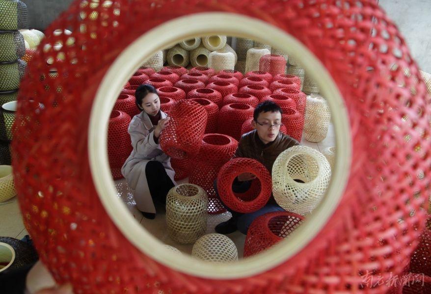 春节的临近 南充竹编灯笼每日销量达800多个